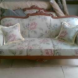 диван с резным деревом_4