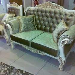 диван со стулом резные